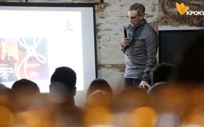 В київському арт-просторі «Мольфарня» Денис Богуш презентував міжнародний проєкт «Козак — Характерник»